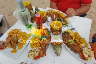 místní jídlo na pláži